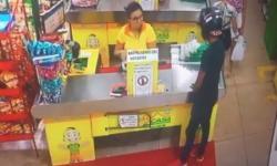 Veja vídeo de assalto a supermercado; polícia procura por criminoso