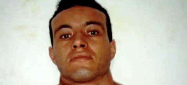 Pai é preso após tentar estrangular com uma abraçadeira a própria filha de 1 ano e 7 meses