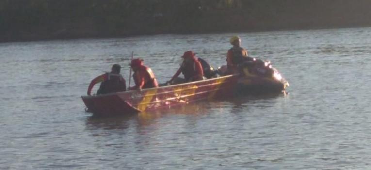 Bombeiros buscam por turista que se afogou no Rio Araguaia