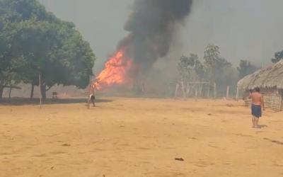 Roupas e utensílios estão sendo arrecadados para índios que tiveram ocas queimadas em Barra do Garças