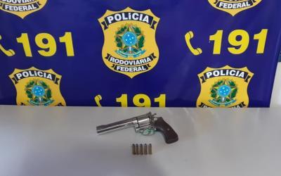 Homem é detido com uma Magnum 367 em Primavera do Leste