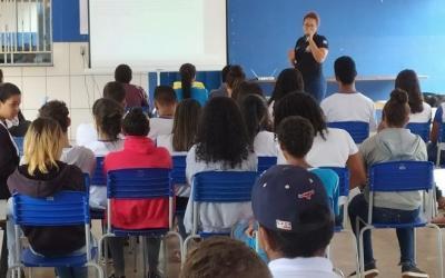 Policiais civis levam orientações sobre violência escolar e familiar no Araguaia