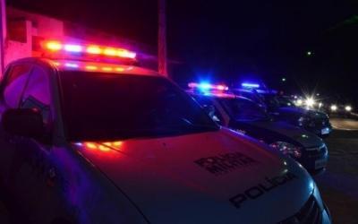 Pai deixa filho trancado em carro para beber em bar no Araguaia