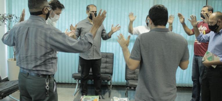 Pastores visitam Roberto Farias e oram por Barra do Garças na guerra contra o Covid
