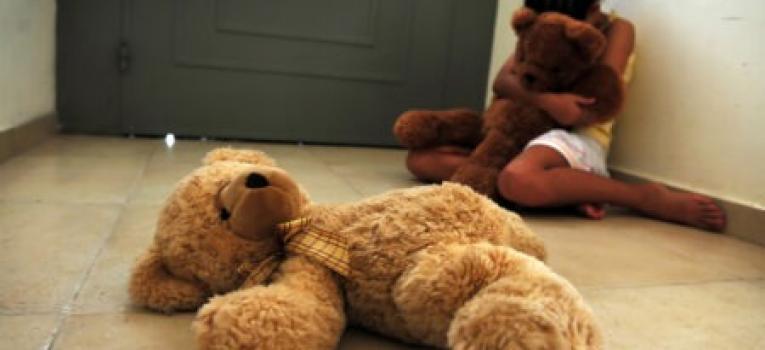 Idoso e jovem são presos acusados de estuprarem menina de 11 anos