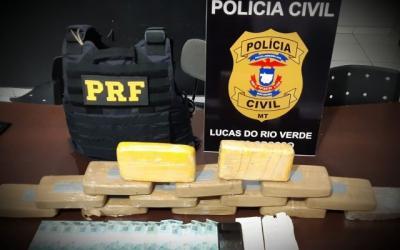 Mulher é presa com 14 kg de drogas em meio a pacotes de pequi