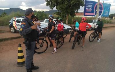 Pontal do Araguaia realiza pedalada segura com apoio da PM