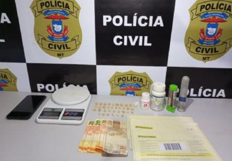 Polícia Civil estoura boca de fumo e prende 'vozinha' do tráfico de 73 anos
