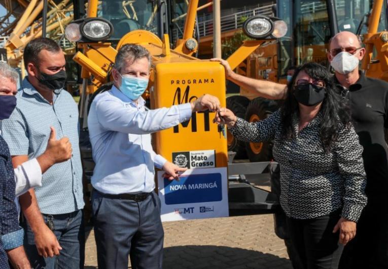 Prefeita elogia Mauro Mendes que entregou 74 máquinas e equipamentos a consórcios e municípios de MT