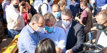 'Essas máquinas chegam em boa hora', diz prefeito ao elogiar governador Mauro Mendes