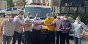 Faissal entrega ambulância adquirida com emenda em Barra do Garças