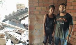 Desmoronamento atinge casa em Barra do Garças; mãe e filha escapam VEJA VÍDEO