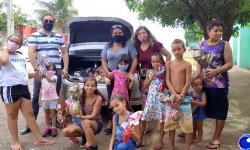 Cozinha Solidária da Neura leva óvos de Páscoa a crianças de Barra do Garças VEJA VÍDEO