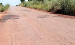 Prefeitura faz tapa-buraco em 35 km da MT 100 em Pontal do Araguaia VEJA VÍDEO