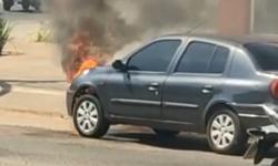 VEJA VÍDEO com flagrante de carro pegando fogo em Barra do Garças