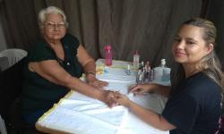 VEJA VÍDEO: Professora que venceu o câncer participa de homenagem a mulheres em Aragarças