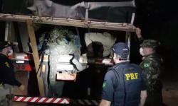 VEJA VÍDEO: Batalhão do Exército, de Aragarças-GO, auxilia PRF na apreensão de 206 kg drogas na Br 070
