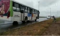 VEJA VÍDEO: PM aborda na Br 070 e recupera ônibus furtado em Goiânia