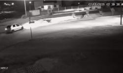 VEJA VÍDEO: Câmera de segurança flagra veículo caindo dentro valeta na região do Araguaia