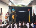 Espetáculo 'Aventuras no Mundo Encanado' na Semana da Criança contou com apoio da empresa Águas de Barra do Garças
