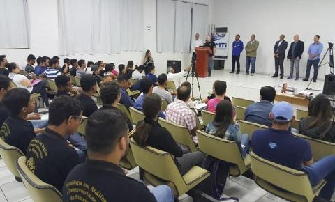 Faculdades particulares suspendem aulas em Barra do Garças devido a greve dos caminhoneiros que atinge 9 dias