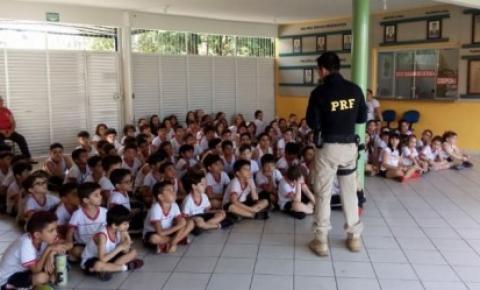 PRF participa de atividades na Semana do Trânsito em Barra do Garças