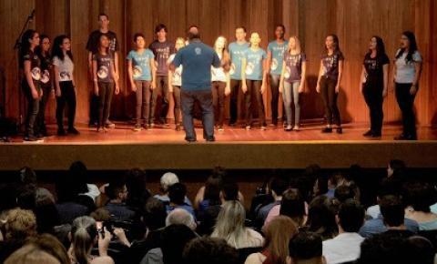Coral da UFMT Araguaia relembra artistas consagrados da MPB