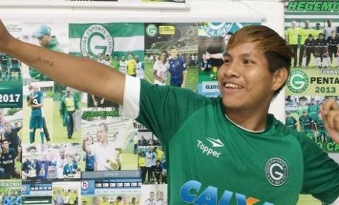 Flecha na comemoração e Taruá na camisa: índio Karajá é promessa do Goiás