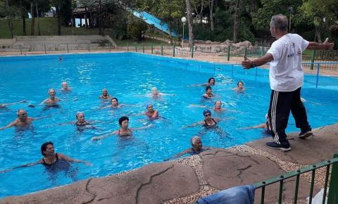 Programa Melhor Idade de Aragarças visita Águas Quentes em Barra do Garças para hidroginástica