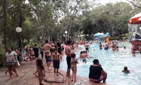 Turistas invadem Barra do Garças, lotam hotéis, bares, restaurantes e Águas Quentes têm recorde de público