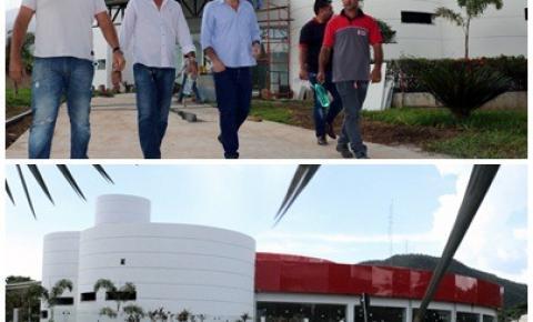 Beto Farias visita obras do Espaço Cultural Multiuso de Barra do Garças
