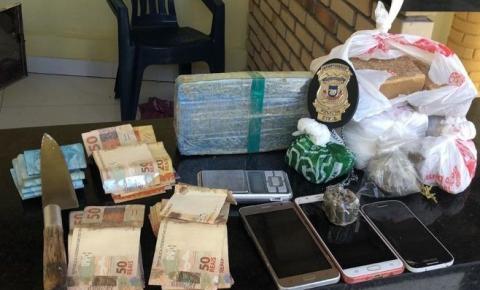 Casal de traficantes é preso com drogas, munições e dinheiro