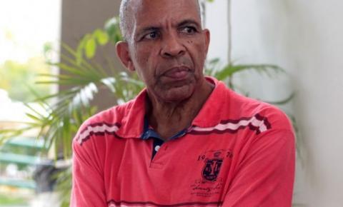 Após morar 3 meses na rua, homem de 60 anos busca recomeço e inicia faculdade