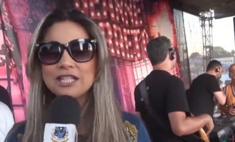 Cantora Jeanne Barreto foi atração na praia de Aragarças; VEJA VÍDEO