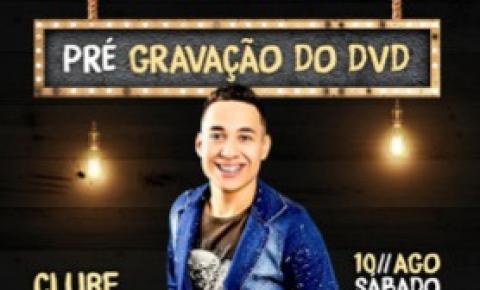 Jovem cantor de Barra do Garças lança carreira solo