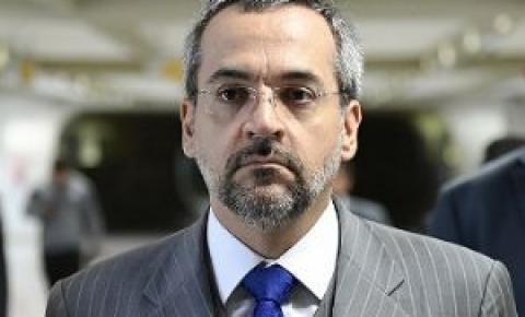 Ministro entra na Justiça contra reitora da UFMT por má gestão; energia é restabelecida no campus de Barra do Garças