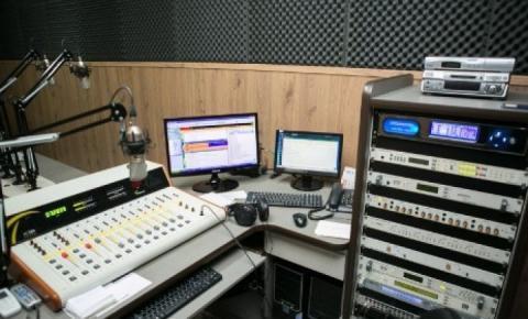 Rádio esclarece que continua no ar e diz que houve equívoco do Ministério das Comunicações