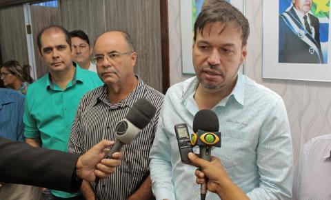Beto Farias assina decreto da nova feira de Barra do Garças que começará dia 8/11