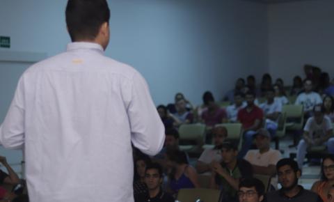 Colaboradores da multinacional Zoetis promovem roda de conversa no Univar sobre economia e emprego na região