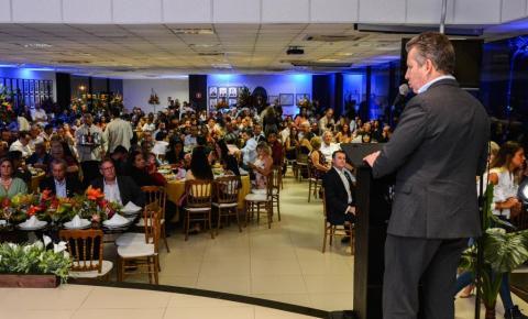 Mauro Mendes apresenta balanço a prefeitos e demonstra que ações têm ajudado a consertar MT