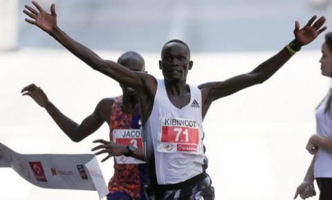 Quenianos mantêm hegemonia e vencem São Silvestre no último dia do ano