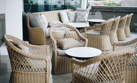 Como conservar seus móveis na área externa