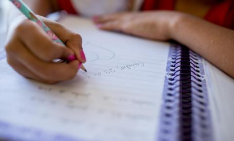 Aulas em escolas e universidades continuam suspensas até o dia 30 de abril em MT, decide governo