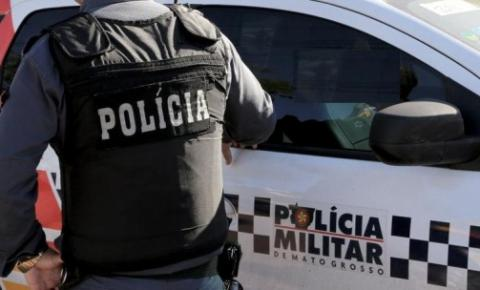 Homem com suspeita de covid invade casa de prefeito e cobra providências