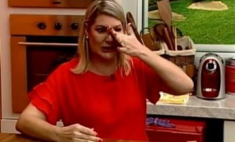 Apresentadora chora no ar e abandona programa ao dizer que está sendo perseguida por prefeito VEJA VÍDEO