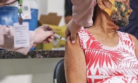 Primeira indígena é vacinada contra a Covid-19 em MT