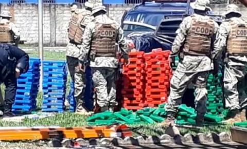 Dois homens são mortos ao tentar fugir em picape carregada com mais de 1 tonelada de drogas