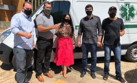 Max Russi anuncia 700 mil para Jaciara durante entrega de Ambulância