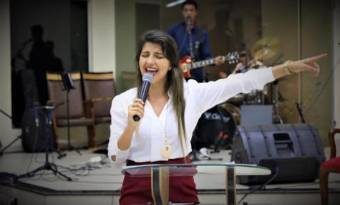 Cantora gospel do Araguaia brilha em Goiás após começar vendendo lanches VEJA CLIPE