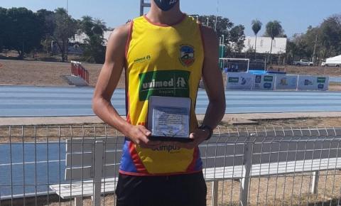 Atleta de Barra do Garças recebe homenagem em Cuiabá